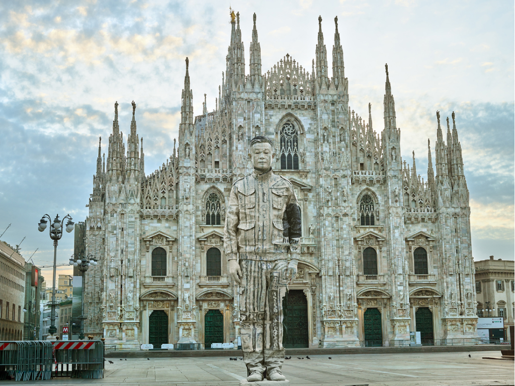 Duomo, Milano, 2019  Liu Bolin  Cina / China  https://liubolinstudio.com/  stampa a getto d'inchiostro  112,5 x 150 cm  n° /6  Courtesy Boxart Galleria d'Arte, Verona